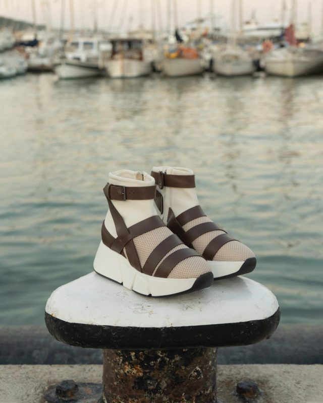 ®️PILGRIM IVORY®️ ➖DARE TO BE DIFFERENT➖ •Sandals are not just for Summer• www.thecutproject.com . #madeintheneighborhood #thecutproject #sneakers #thecutprojectshoes #womensneakers #womenshoes #luxuryshoes #handmade #handcrafted #boots #newshoes #sandals #slowfashion #sustainablebrand  THE CUT PROJECT©️
