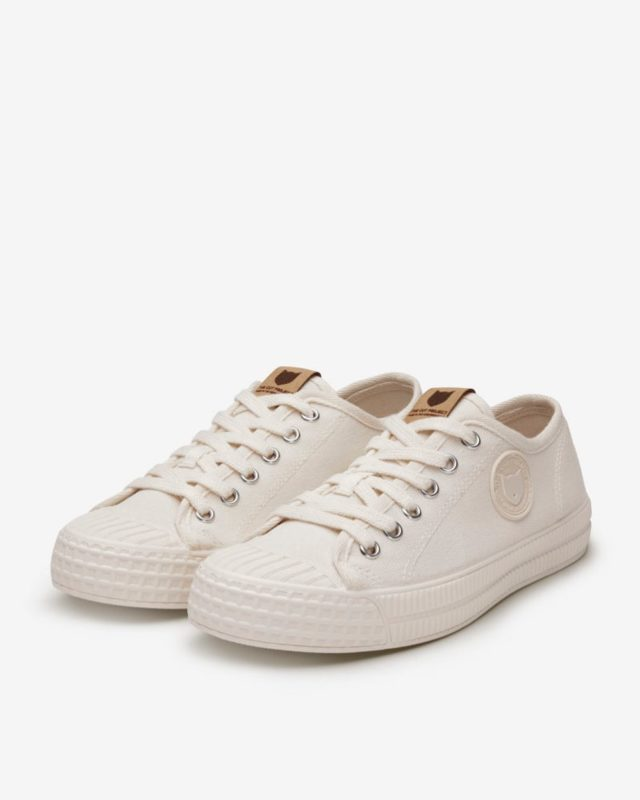 RIVA SAIL WHITE Nautical Inspired Recycled Cotton Lace-Ups •Made In The Neighborhood• ®️RIVA SAIL WHITE®️ www.thecutproject.com . #leathersneakers #vulcanizedsneakers #whitesneakers #thecutproject #thecutprojectshoes #womensneakers #womenshoes #sneakers #luxuryshoes #madeintheneighborhood ©️THE CUT PROJECT©️