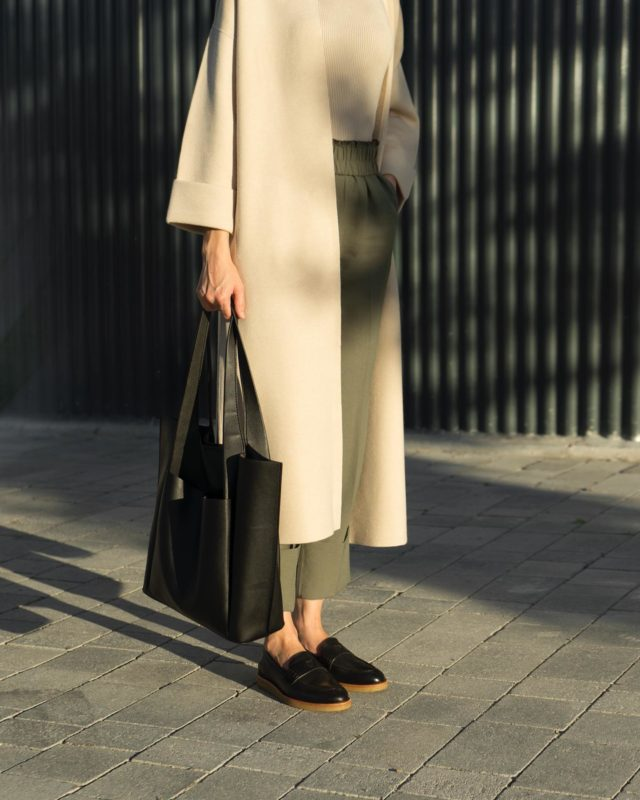 •ETHICALLY MADE• LUXURY LOAFERS WITH A TWIST ®️SADDLE BLACK®️ www.thecutproject.com . #ethicalfashion #womenshoes #luxuryshoes #thecutproject #thecutprojectshoes #loafers #moccasins #leathershoes  THE CUT PROJECT©️