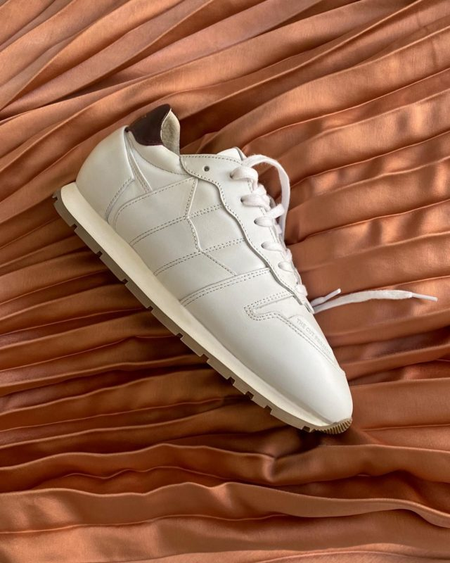KEEP IT SIMPLE, MAKE IT LEGENDARY Extremely High Quality Italian Leather •Made In The Neighborhood• ®️EDO KAOLIN®️ www.thecutproject.com . #leathersneakers #ethicalbrand #whitesneakers #thecutproject #thecutprojectshoes #womensneakers #womenshoes #sneakers #luxuryshoes #madeintheneighborhood ©️THE CUT PROJECT©️